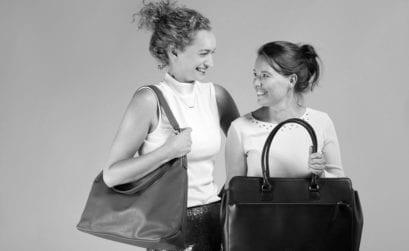 Tassen laten produceren in het buiteland? Anna en Hannah geven je tips.