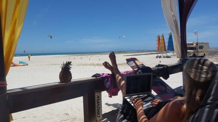 Marcella Korver (30) reist al vier jaar de wereld over met haar laptop